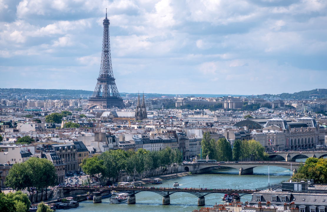 How to visit Paris at low cost ?