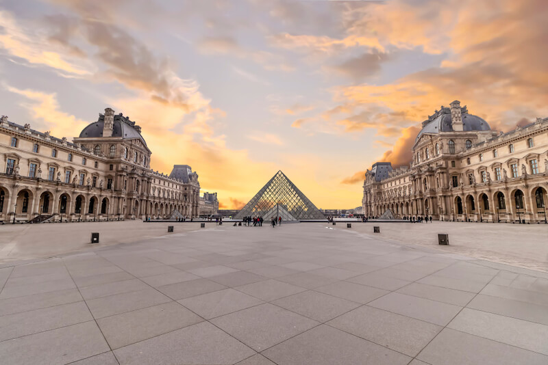 Find an apart hotel near the Louvre in Paris